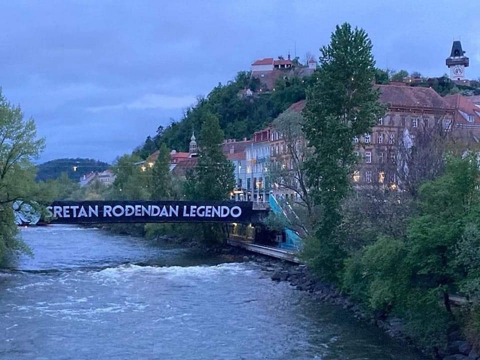 Navijači Šturma u Grazu na bosanskom čestitali rođendan Osimu