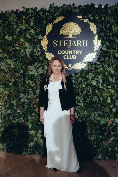 Camelia Sucu_covor rosu lansare Stejarii Country Club