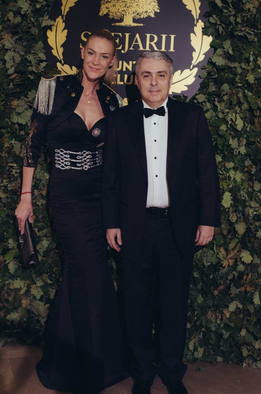 Roxana și Mihai Ivănescu_covor rosu lansare Stejarii Country Club