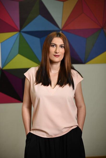 """Maria Vatamanu - Group Account Director: """"Ce imi place cel mai mult este ca in fiecare moment din acesti ani a fost despre noi. A fost responsabilitatea noastra sa crestem si sa cream oportunitati din fiecare moment. Sa fim atenti la nevoile clientilor, la nevoile colegilor, la fiecare detaliu din jurul nostru. Am avut mereu libertatea de a face greseli si de a risca, de a ne schimba perspectiva."""""""