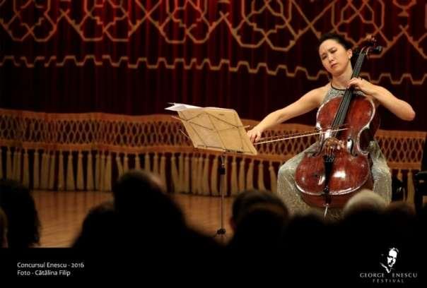 Violoncelista Eun-Sun Hong