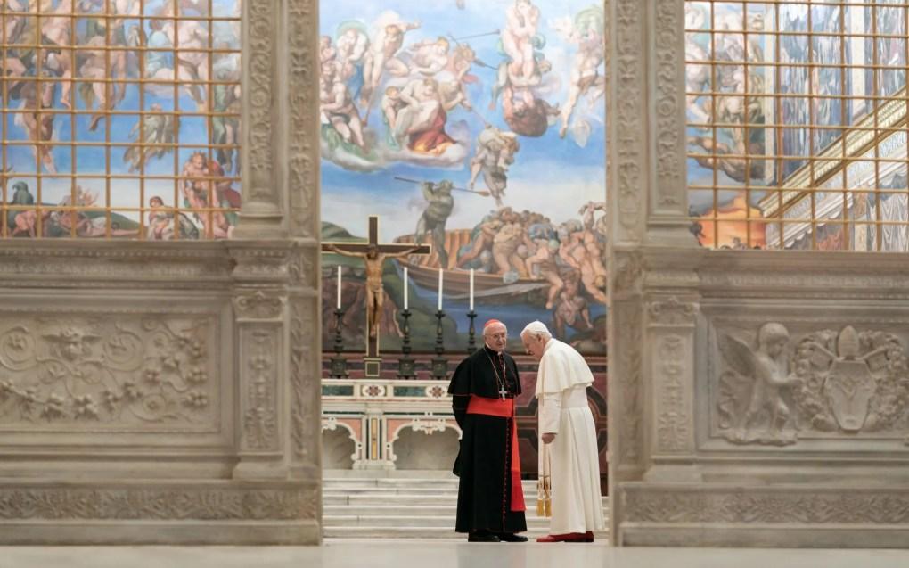 Puntuación en Rotten Tomatoes: 89%. También conocida como 'Two Many Popes' (nota del editor: no, en realidad no), esta dramedia se plantea cómo debió de ser el intercambio de poderes más trascendental en la historia del Vaticano.