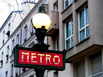 """Résultat de recherche d'images pour """"enseigne de métro lumineuse"""""""