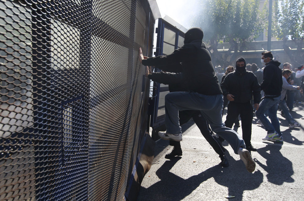 greece_riots_101911_06.jpg