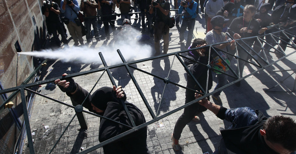 greece_riots_101911_07.jpg
