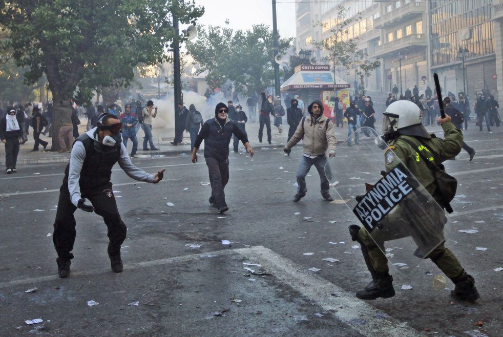 greece_riots_101911_19.jpg