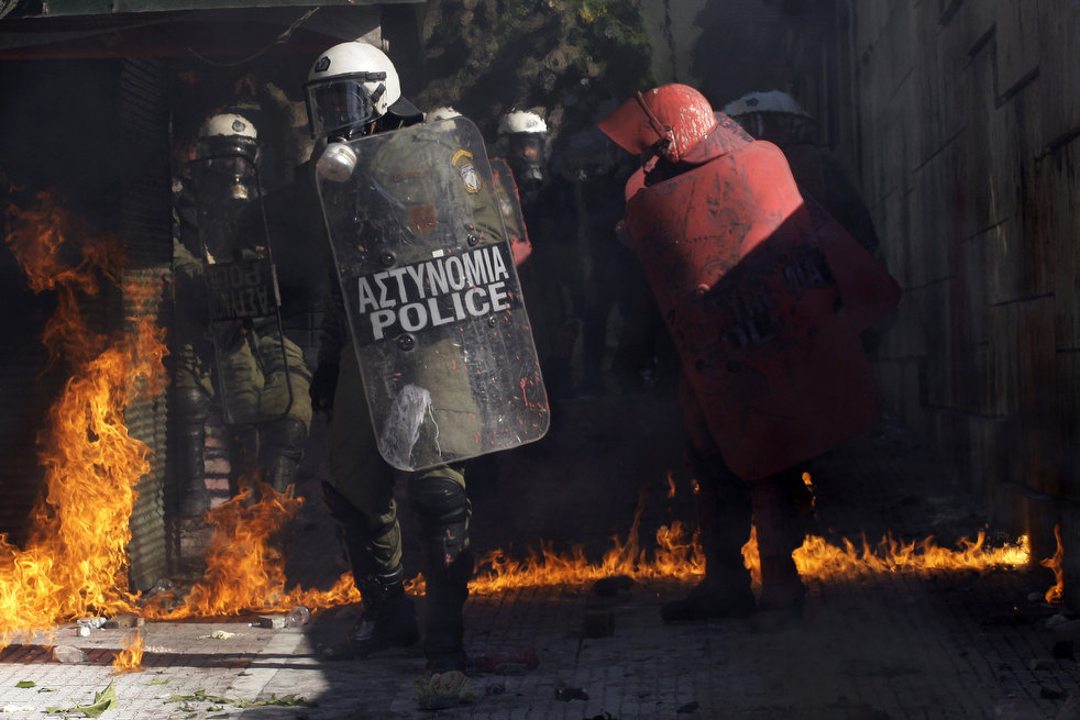 greece_riots_101911_28.jpg