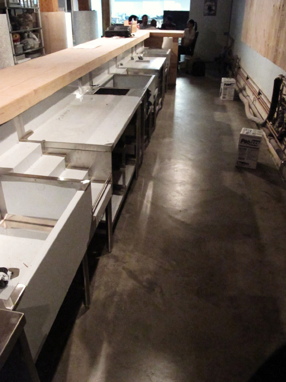 The bar, looking towards the kitchen | ScoutMagazine.ca ©