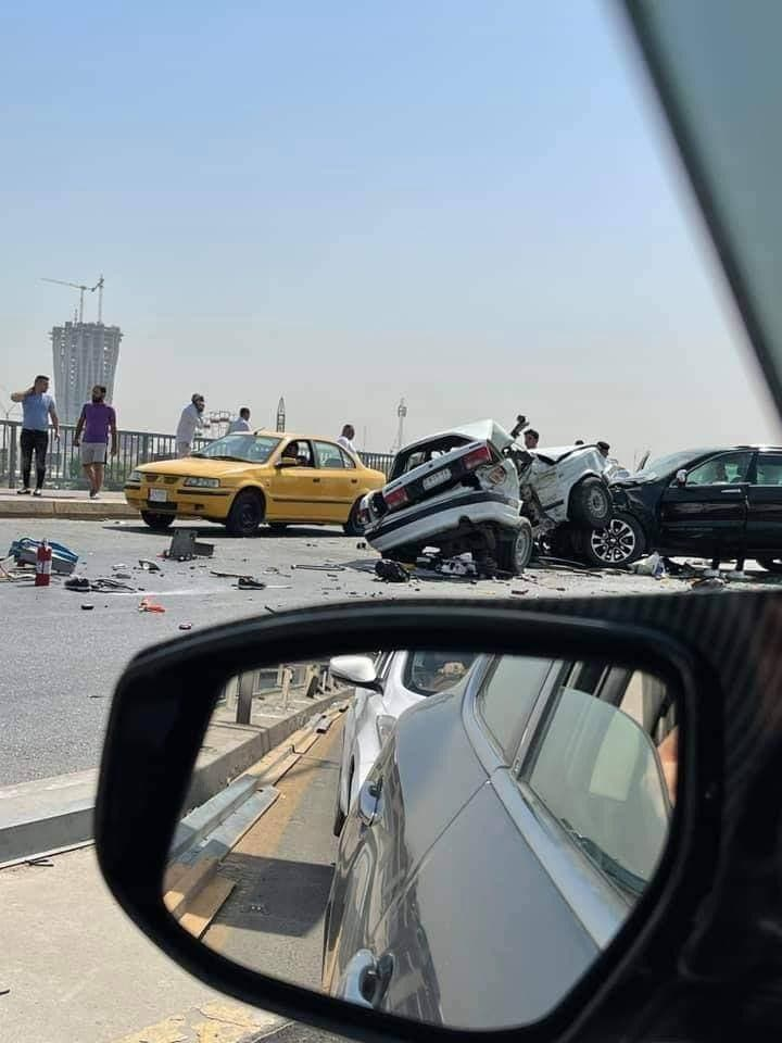 ضحايا بحادث مروري مروع على جسر وسط بغداد.. صور