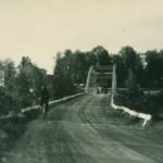 Bron i Bodträskfors med herrgården i bakgrunden.