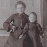 """Matild """"Tilda"""" Granström g Långström 1890-1918 med lilla syster Agda 1901-1960 i Rödingsträsk."""