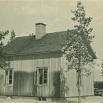 Här är huset i Bodträskfors där Mary Blomkvist och maken Sten Larsson bodde med barnen Gun, Kerstin och Monika.