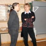 Mötespaus - här samtalar kollegorna Susann Larsson och Lisette Edman.