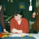 Att läsa mönster verkar kul, Lilian Mikaelsson, Sara Labba och Ann-Charlotte Sjaggo ser i alla fall glada ut. Foto: Agneta S