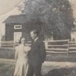 Signe Jonsson 1912-1960, dotter till Knorr-Isak Jonsson i Otostorp med maken Oskar Lundberg 1910-1978 i Vargisåvattnet.
