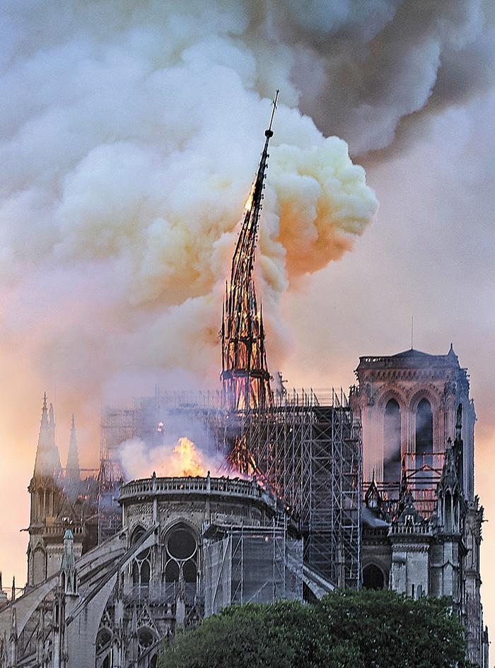 火燒巴黎聖母院 | 多倫多 | 加拿大中文新聞網 - 加拿大星島日報 Canada Chinese News