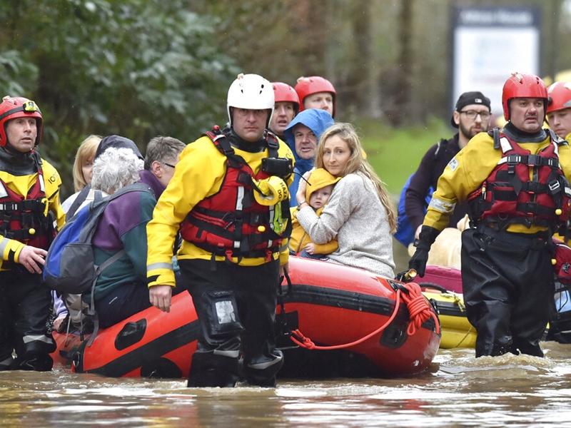 風暴「丹尼斯」吹襲英國至少3死 逾300航班受影響