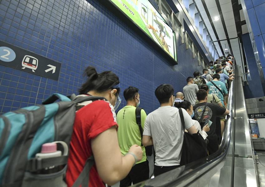 23歲男子大圍站涉偷拍裙底被捕 | 多倫多 | 加拿大中文新聞網 - 加拿大星島日報 Canada Chinese News