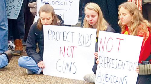 各地中學的師生計劃在本月14日佛州校園槍案發生一個月時,舉行示威活動爭取改善校園安全。路透社資料圖片