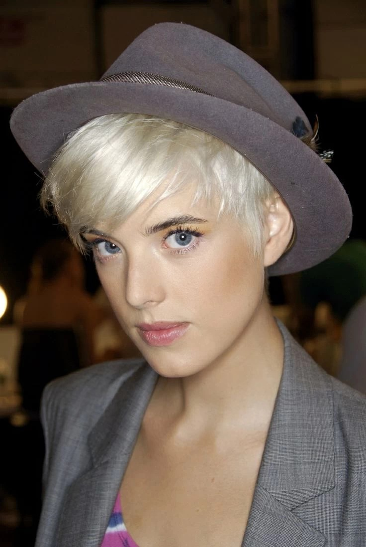 23 Hairstyles That Were Made For Hat Weather Sliceca