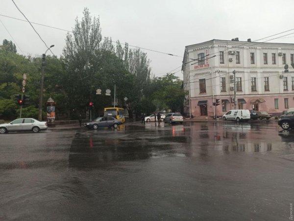 В Одессе из-за ливня затопило улицы » Слово и Дело