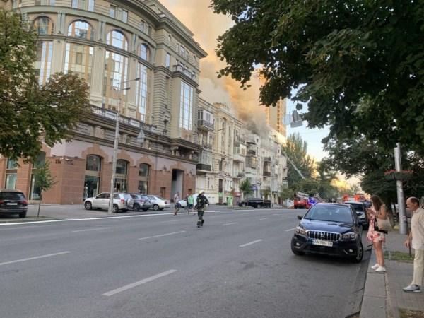 Пожар на Большой Васильковской в Киеве 19 августа 2020 ...