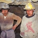 Cocabladstuggande gruvarbetare. Potosi
