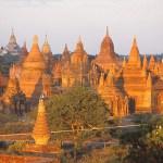 Pagoder i morgonljus. Bagan