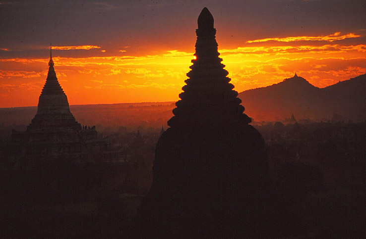 Solnedgång över Bagan