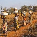 På väg till fälten. Byn Auchubunyor