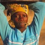 Kvinna med vattenhink. Achubunyor