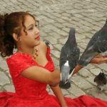 Flicka med duvor. Havanna