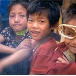 Pojke med glasögon. Ban Kiewkhan