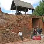 Ingången till kungaborgen. Ambohimanga (U)