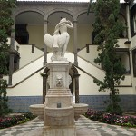 Statyn Leda och svanen. Rådhuset. Funchal