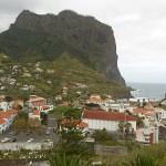 Vy över Porto da Cruz och Örnklippan