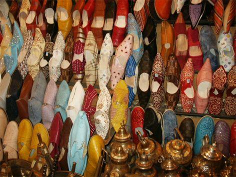 Tofflor till salu. Marrakech