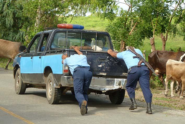 Krånglande polisbil. Isla de Ometepe