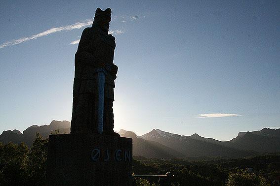 Kung Öysteins staty. Kabelvåg