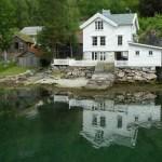 Hus vid fjorden. Geiranger