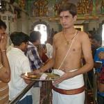 Religiös ceremoni i indiskt tempel