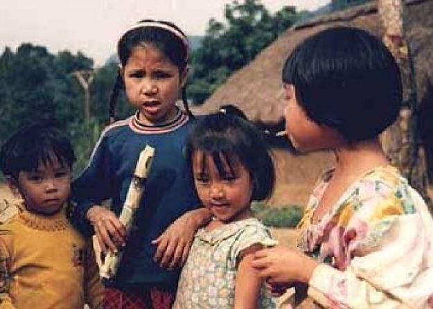 Barn i byn Viethai
