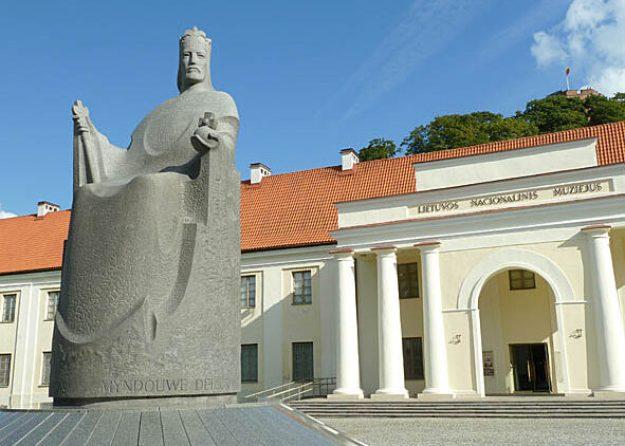 Kung Mindaugas staty. Vilnius (U)