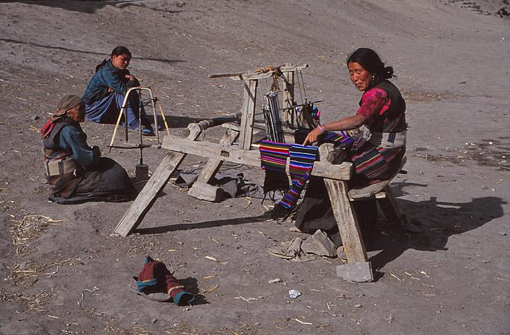Vävande kvinnor. Muktinath
