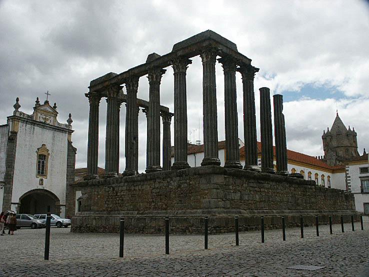 Romerska templet. Evora. Portugal