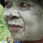 Lermaskad kvinna. Caquba