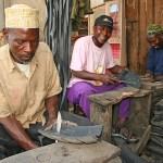 Sandaltillverkning. Marknaden. Arusha