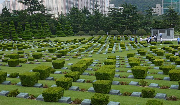 FN:s kyrkogård. Busan