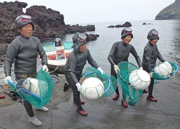 Kvinnliga dykare. Ilchulbong