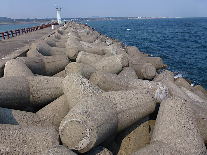 Vågbrytaren. Pyoseon Beach. Jeju-do
